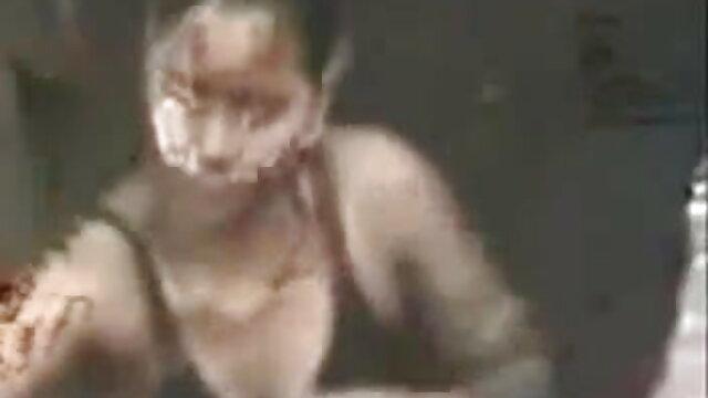 यह आदमी अपने डिक को हिंदी फुल सेक्सी मूवी किसी न किसी गला काटने वाले DTD से टकरा जाता है
