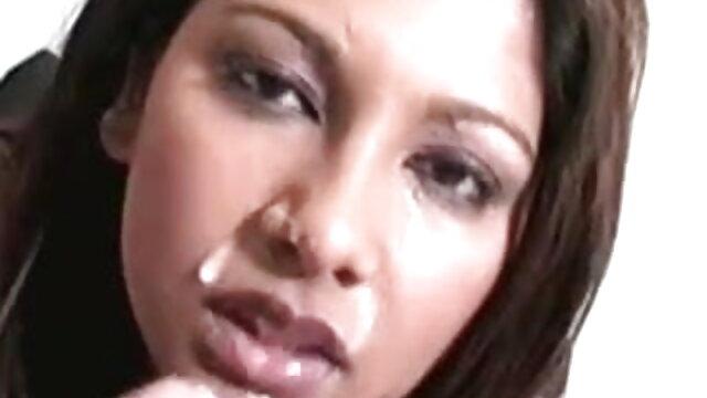 vixenx - फॉक्स हिंदी सेक्सी मूवी श्यामला नर्स खुद के साथ खेलती है