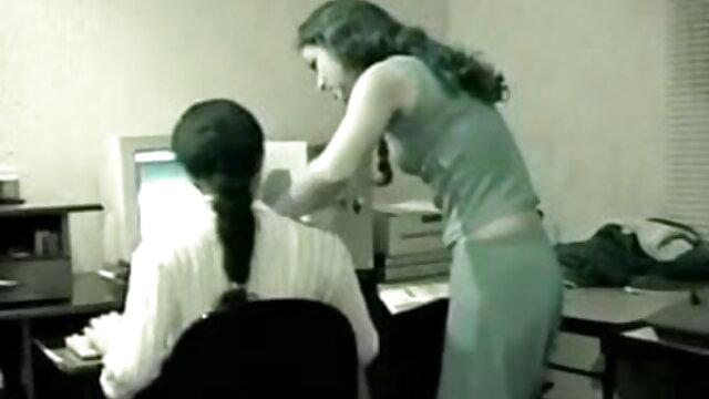 हॉर्नी लेडीज़ को कुछ हार्ड एक्स एक्स एक्स वीडियो एचडी मूवी शेफ्स चूसना और चोदना बहुत पसंद है