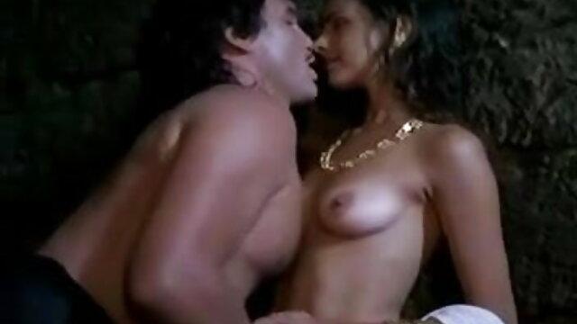 वह अपने BF को भोजपुरी सेक्सी हिंदी मूवी उसकी चूत के अंदर मुश्किल से लंड महसूस करना चाहती थी