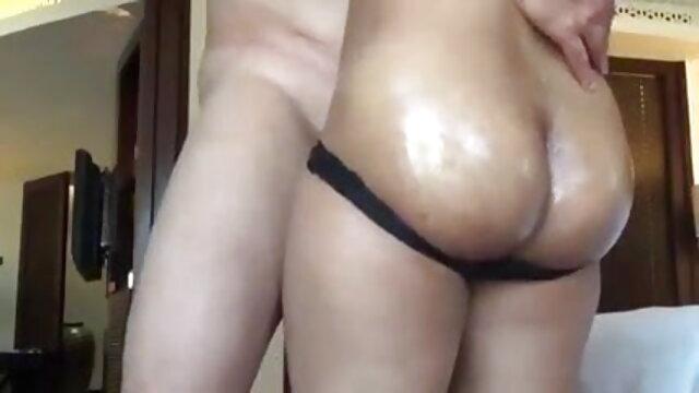 परिपक्व रूसी मोटे लड़के को सेक्सी मूवी हिंदी माई बहकाता है।