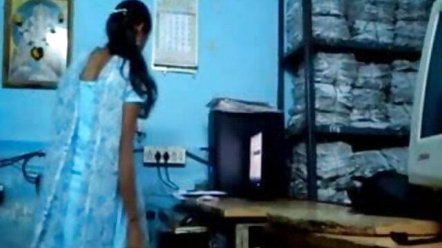 फर्श पर सेक्स हिंदी मूवी तृप्ति