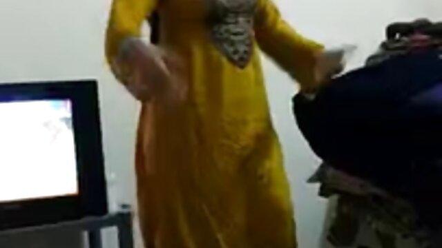 पेटिट वियतनामी फूहड़ चूसना चाहता है, हिंदी में सेक्सी पिक्चर मूवी जबकि वह गड़बड़ है